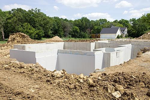 Mit der richtigen Planung kann man spätere Schimmelbildung schon beim Bau verhindern.Foto: istock.com / BanksPhotos