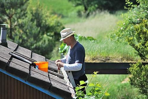 Wie man ein Dach in Eigenregie abdichtet – Foto: Hannelore Louis / pixelio.de
