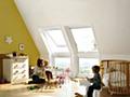 Wir verbringen 90 Prozent unserer Zeit in Gebäuden. Aus diesem Grund ist es wichtig, Gebäude mit ausreichend Tageslicht und frischer Luft zu versorgen. - Foto: Velux Deutschland GmbH