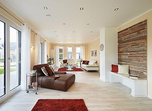 Der helle und freundlich gestaltete Wohnbereich des neuen Musterhauses lädt zum Entspannen und Verweilen mit der Familie ein. Foto: Rensch Haus