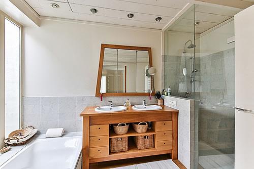 Ein Badezimmer für die ganze Familie planen. Foto: La-Belle-Galerie / pixabay.com