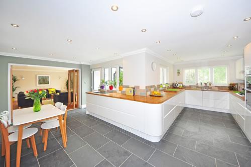 Beim Bau des Hauses planen in welchen Räumen Fliesen benötigt werden. Foto: pixabay.com