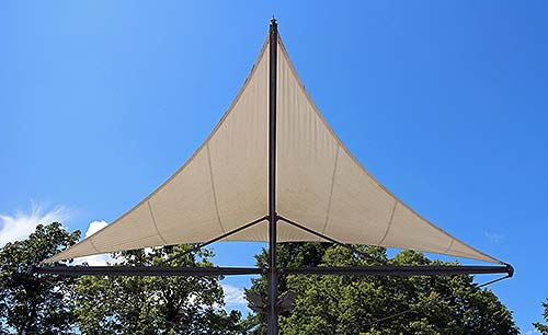 Sonnensegel nach Maß am Balkon anbringen. Foto: pixabay.com