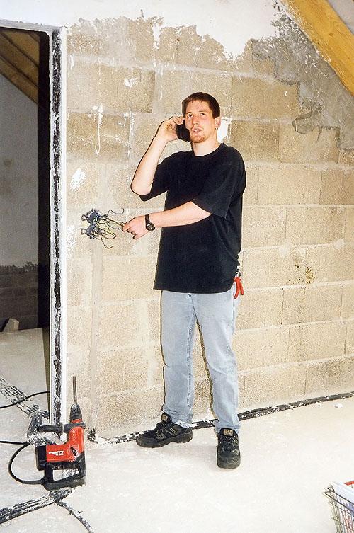 Selbst ist der Mann. Wer seine Elektroinstallationen selbst montiert, spart jede Menge Geld. Die Elektro-Komplettbausätze der Firma EWL InstaKit Electro-Service machen dies möglich.  - Foto: epr/EWL