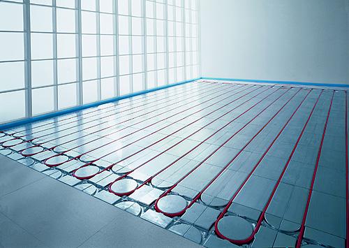 In Kombination mit einer speziellen Entkopplungsmatte kann diese Fußbodenheizung ohne Estrich verlegt werden. Das ermöglicht einen extrem dünnen Bodenaufbau und spart Zeit und Kosten beim Einbau.  - Foto: epr/Joco