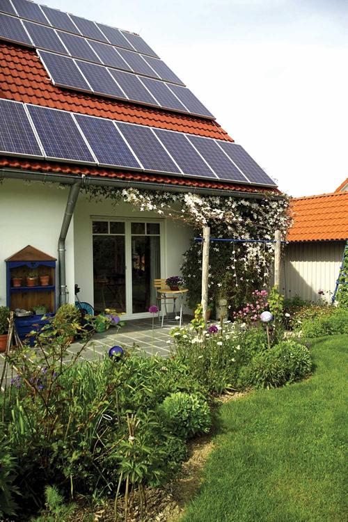 Lukratives Sonnenkraftwerk: Eine Photovoltaik-Anlage auf dem Dach lohnt sich für Eigentümer. - Bild: Schwäbisch Hall