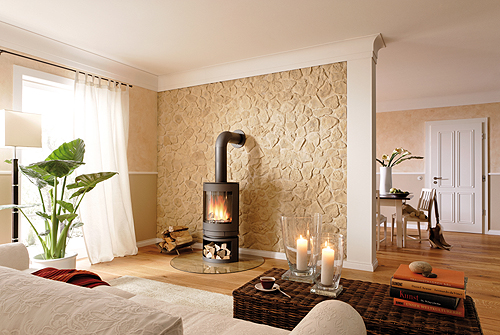 Altes kastilisches Mauerwerk macht den Charme des Wohnzimmers aus. - Foto: epr / nmc
