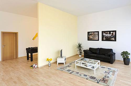 Abgerundete Ecken sind in puncto Sicherheit bei kleinen Kindern im Haus ideal. - Foto: djd / Knauf Bauprodukte