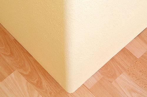 Geringer Aufwand, große Wirkung: Profile mit hochfestem Kunststoffkern verleihen Ecken und Kanten eine außergewöhnliche Schlagfestigkeit. - Foto: djd/Knauf Bauprodukte