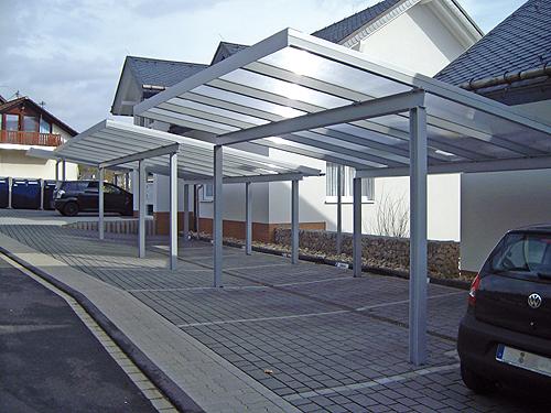Lichtdurchlässigkeit ist das Merkmal des Carports Lux. So kann das natürliche Tageslicht genutzt werden - Foto: epr / Gewa