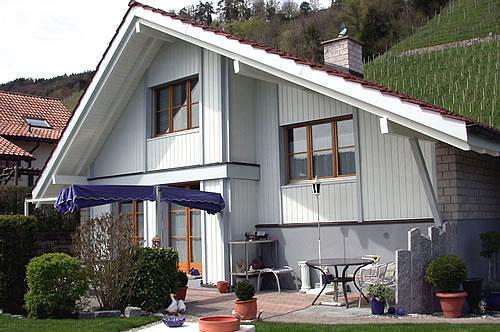 Dachrinnen bestimmen das Erscheinungsbild der Hausfassade mit. Sie sollten daher dauerhaft korrosionsfest und farbecht sein. - Foto: djd / Prefa